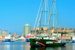 Greenpeace: la Rainbow Warrior arriva ad Ancona