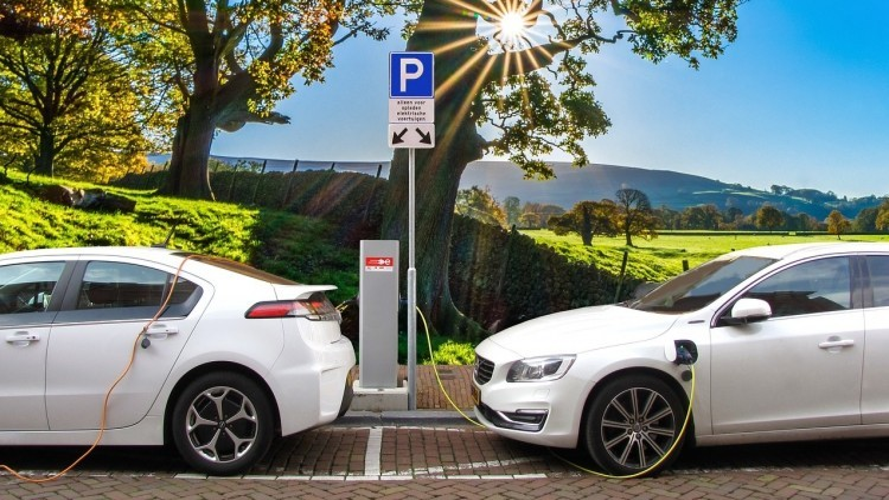 Emilia Romagna: fino a 3mila euro per chi passa a un'auto elettrica, ibrida, a metano o gpl