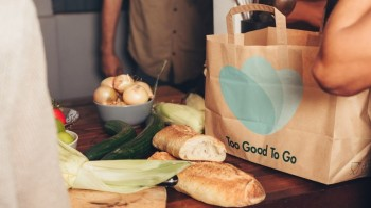 Combattere lo spreco alimentare: l'app Too Good To Go arriva a Bologna