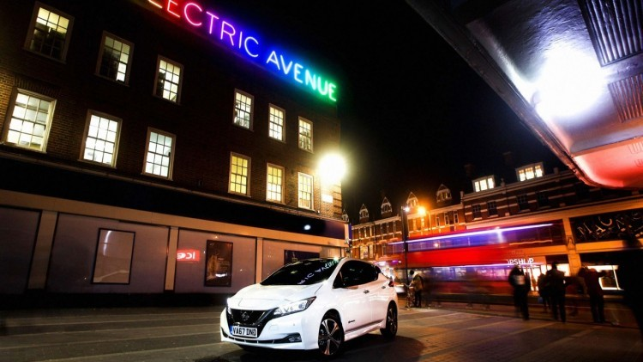 UK: le stazioni di ricarica pubbliche per i veicoli elettrici superano il numero delle stazioni di rifornimento