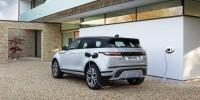 Evoque e Discovery Sport disponibili in versione ibrida plug-in e grande autonomia all-electric