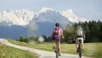 Dolomiti: nove stazioni di ricarica e-bike tra Nova Levante e Collepietra (BZ)