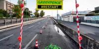 Greenpeace in azione a Roma: nelle nostre città ripartire dalla mobilità sostenibile