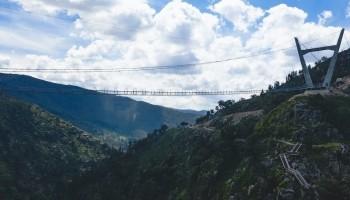 In Portogallo il ponte pedonale sospeso più lungo al mondo: 516 metri tra le nuvole