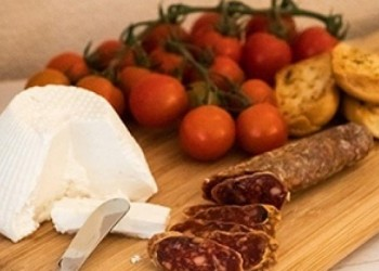 Basilicata, formaggio e miele prodotti a contatto con la natura