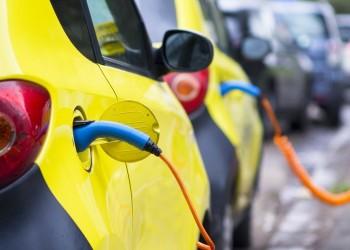 Il 63% degli italiani è intenzionato ad acquistare un'auto elettrica