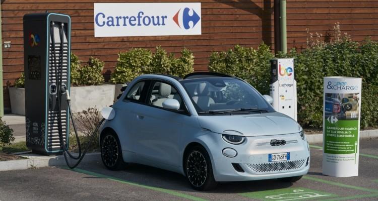 """""""Shop & Charge"""": una """"ricarica di vantaggi"""" per i clienti della Nuova 500 presso i Carrefour"""