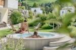 Il giardino di 30mila mq dell'Alpenpalace Luxury Hideaway & Spa Retreat, unico in Alto Adige